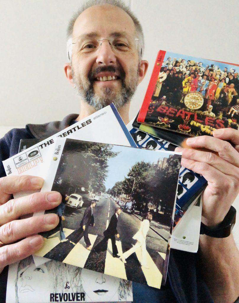 Sander Lindenburg met zijn Beatles-cd's. Foto: Sander Lindenburg